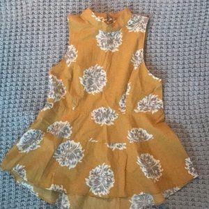 Super feminine floral print blouse size S